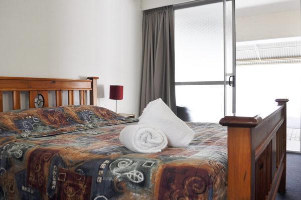bundaberg motor inn bedroom